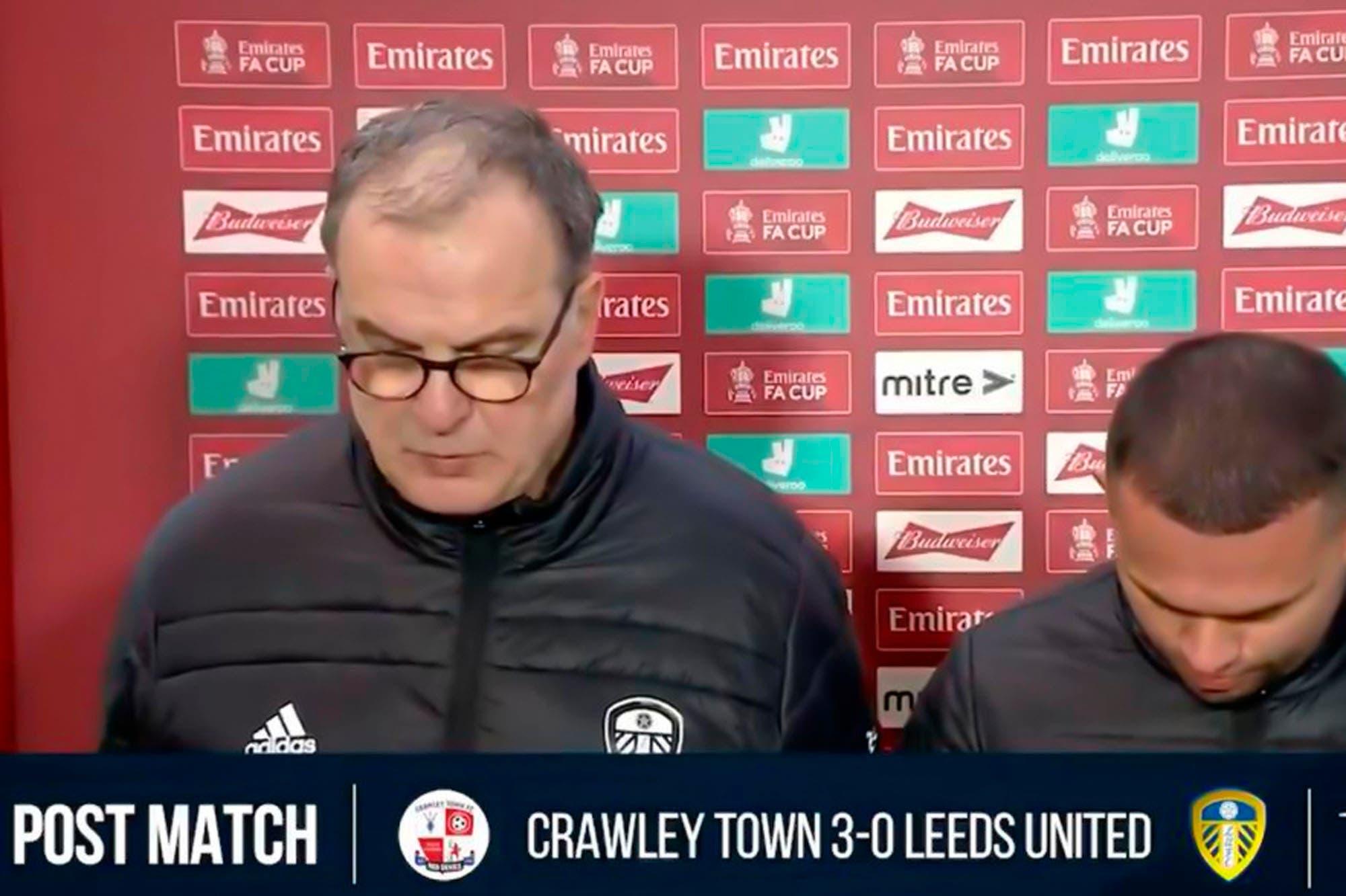"""Marcelo Bielsa: """"tristeza y decepción"""" por la eliminación de Leeds ante un rival de cuarta división y la mala racha en series eliminatorias"""