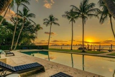 La mansión de Phil Collins tiene 3282 metros cuadrados y está ubicada en la Bahía de Biscayne