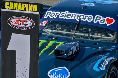 El número 1 no permite confusiones, la dedicatoria tampoco Agustín Canapino ganó la carrera de Turismo Carretera en La Plata, en honor a su padre.