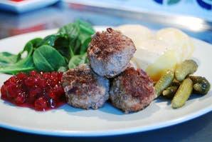 Albóndigas de carne con puré y jalea de arándanos