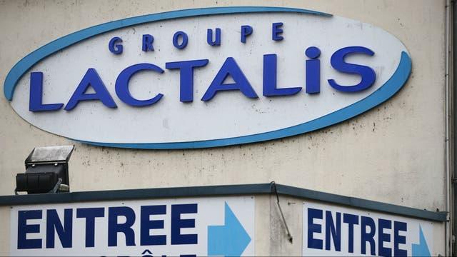 El frente de la sede central de Lactalis en Laval, Francia