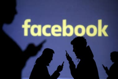 6ea3a25fc02 Facebook: otra vez bajo la lupa, ahora por darles datos a fabricantes de  teléfonos
