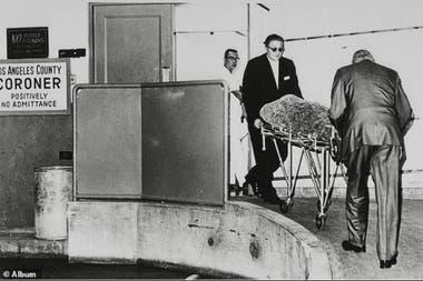 El cuerpo de Marilyn Monroe llega a la morgue de Los Ángeles