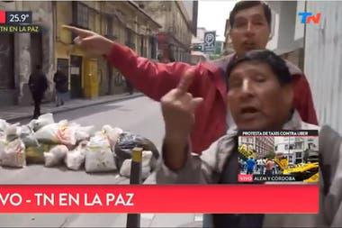 La hostilidad hacia la cronista y su equipo estuvo presente durante todo el móvil desde las calles de La Paz