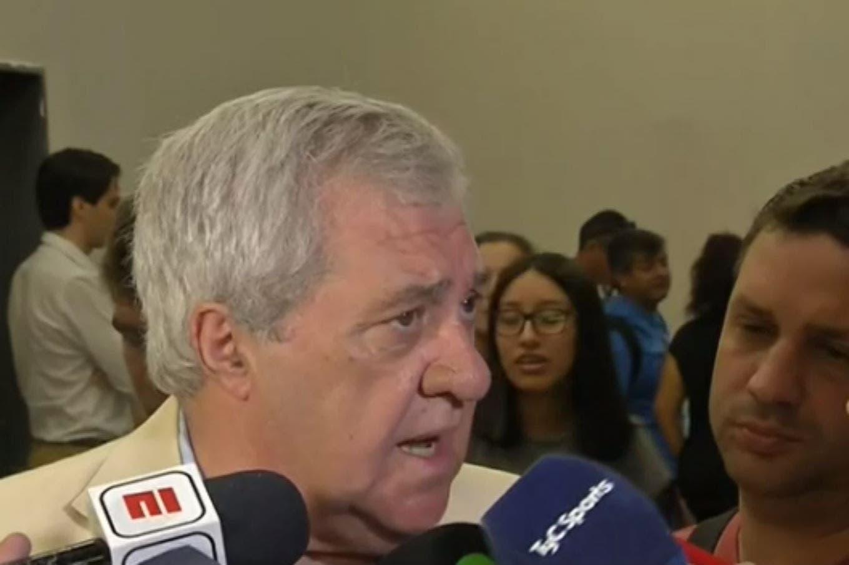 En su primer viaje como presidente de Boca, Ameal habló de la herencia, del nuevo DT y del futuro de Tevez