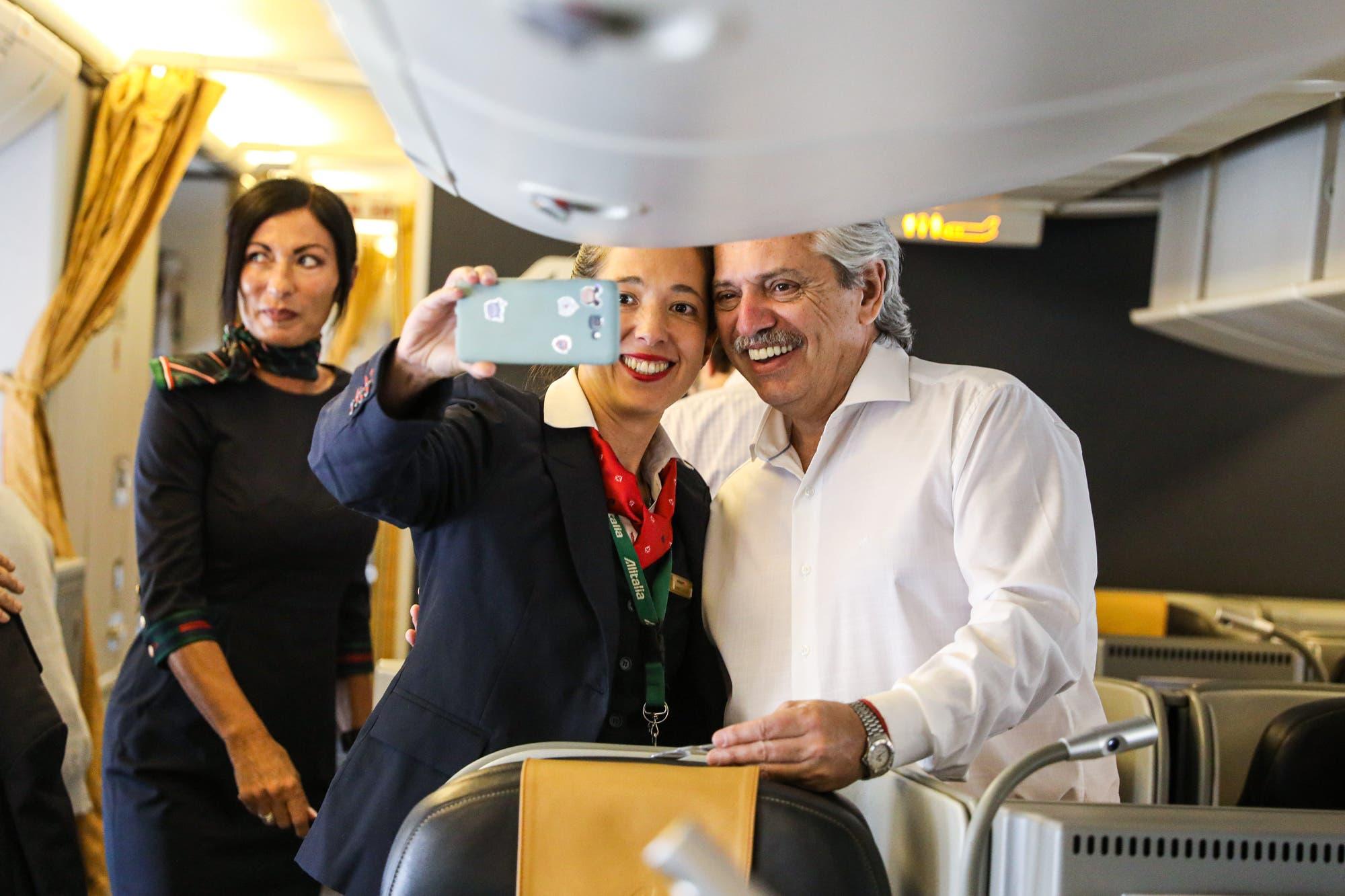Alberto Fernández partió rumbo a Israel, en su primer viaje al exterior, y se verá con líderes mundiales