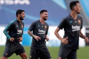 Messi, entre su amigo Suárez y Busquets, antes de la derrota en Lisboa