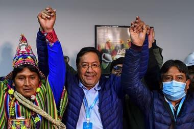 Luis Arce, candidato del MAS y delfín de Evo Morales, festeja el resultado de las elecciones presidenciales bolivianas, ayer, en La Paz