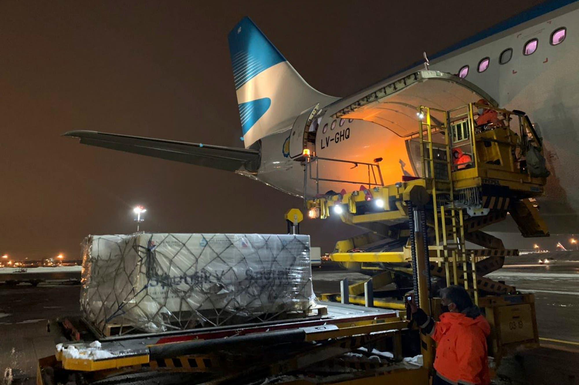 Coronavirus en la Argentina: el vuelo de Aerolíneas que trae la segunda tanda de vacunas ya salió de Moscú