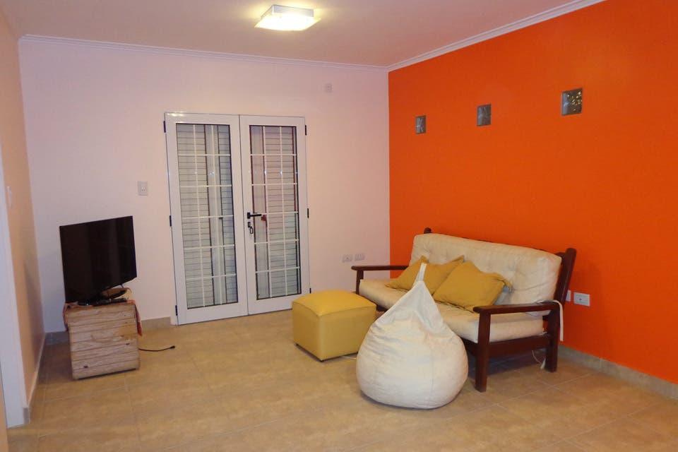 Caso 263: ¿Cómo decorarías esta sala de estar?
