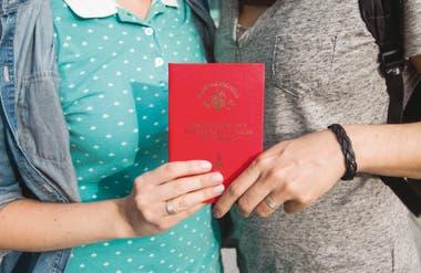 Rusia hace su aporte a una tendencia global: el número de personas LGTB que busca refugio se ha disparado en el mundo, según Acnur. En Buenos Aires, Yulia y Elena cumplieron algunos de sus sueños