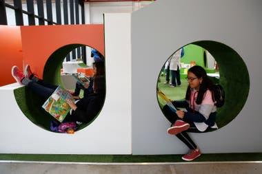 El sector para el público infantil tiene muebles especiales para leer con comodidad