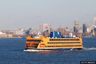 El primer trabajo de Pence fue vendiendo hot dogs en el Ferry de Staten Island, Nueva York.