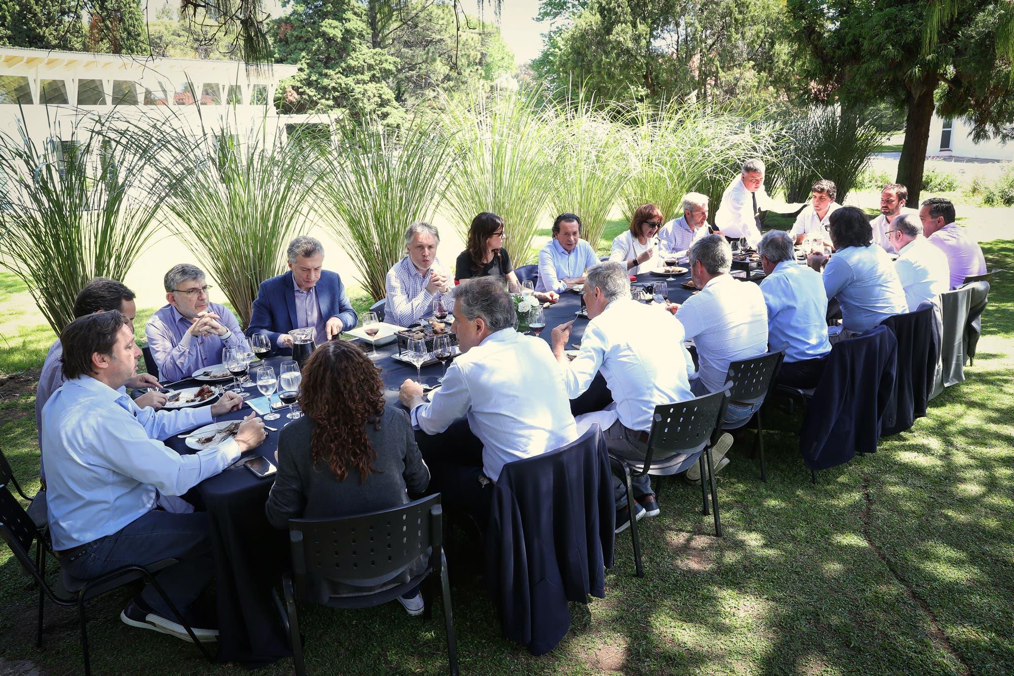 La veda de Mauricio Macri: aplauso a Marcos Peña y relax en Los Abrojos