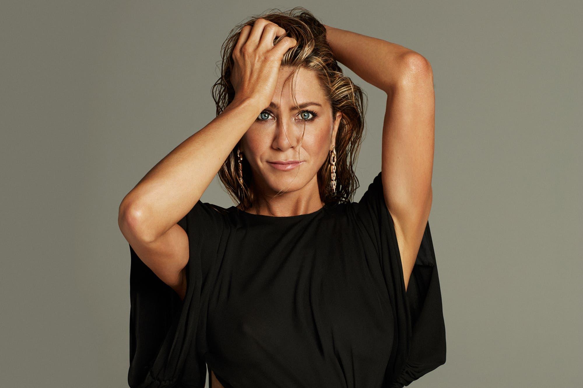 Jennifer Aniston celebró sus 51 años con una sensual producción y un agradecimiento para Sandra Bullock