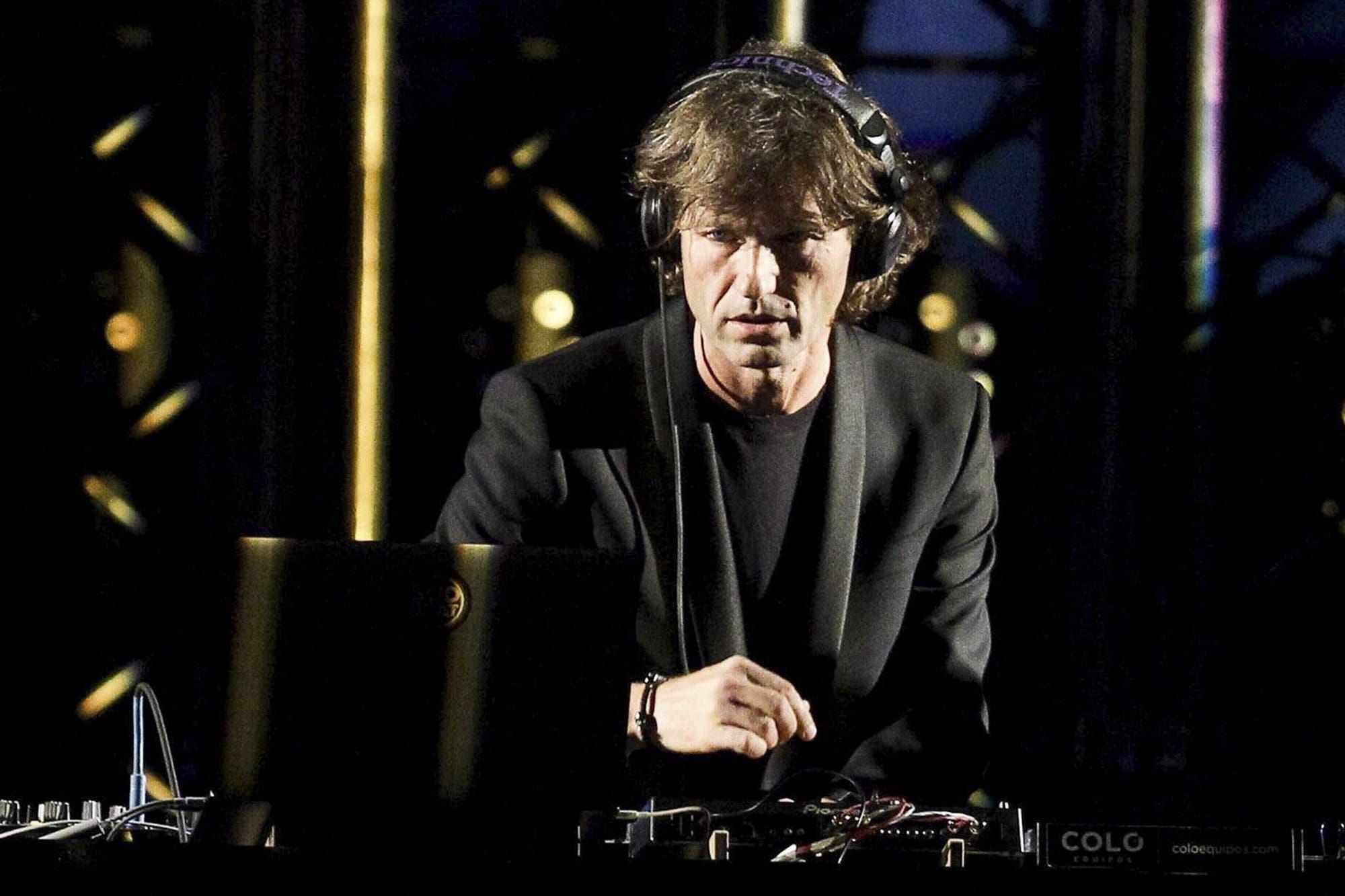 """El DJ Hernán Cattaneo incentiva """"en streaming"""" las donaciones para combatir el coronavirus"""