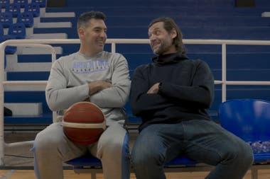 Fabricio Oberto junto con Luis Scola, compañeros de selección