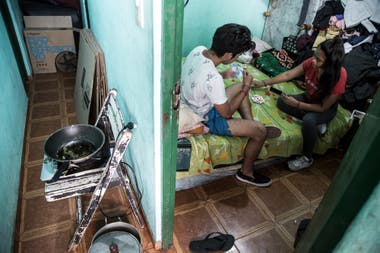 La habitacin en la que vive Carlos Rivas Gonzlez junto a su familia