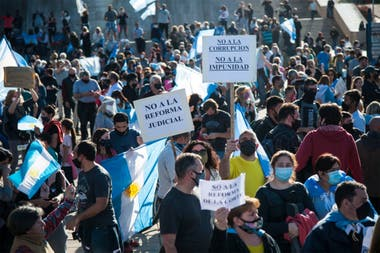 Mensajes al Gobierno en el Monumento a la Bandera, en Rosario