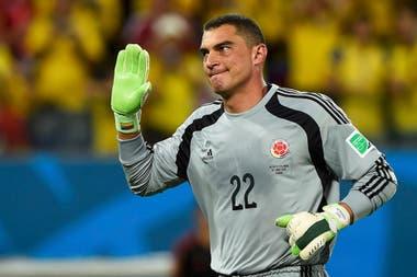 Mondragón jugó 799 partidos oficiales en su carrera y defendió a la selección colombiana por 20 años. Tiene el récord de haber participado en seis eliminatorias, de 1994 a 2014.