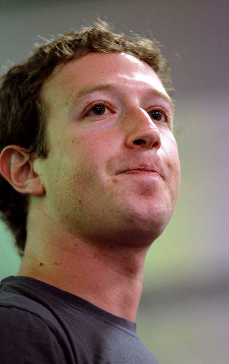 En 2017, el 30% de la humanidad se conectó a Facebook y Zuckerberg empezó a reconocer que su creación no es tan neutral ni inofensiva como se decía.