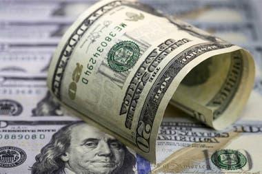 El dólar baja