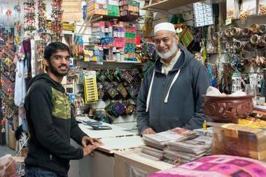 Muhammad Faisal, de Pakistán, y su tío, Skhawat Ali