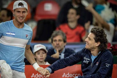 Gaudio y una broma con Schwartzman, durante un pasaje del primer partido de la serie