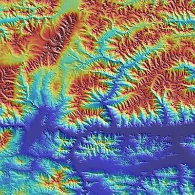 Tibet, en la cordillera del Himalaya. Las imágenes usan color para denotar elevación. El rojo significa mayor altura y el azul menor elevación