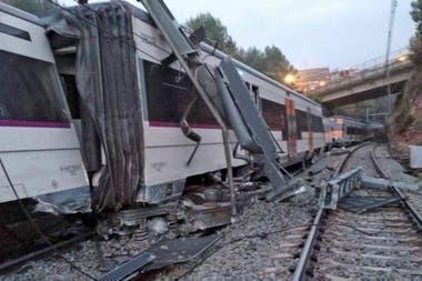 Un muerto y varios heridos al descarrilar un tren en España