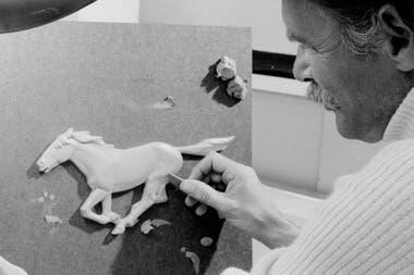 Ford Mustang. Charles Keresztes trabaja en el pony de 1974