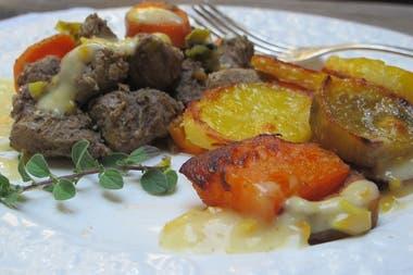 Acompañada con verduras, un rico plato para el invierno.