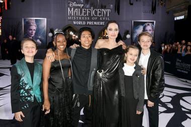 Angelina Jolie junto a sus hijos en la premiere de Maléfica: dueña del mal