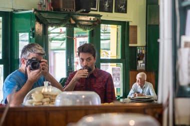 Los autores de la Ruta del Café con Leche, Martín Paladino y Eduardo Kevorkian, en pleno trabajo