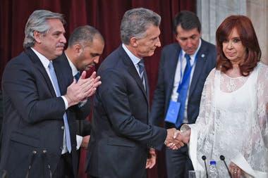 El saludo entre Mauricio Macri y Cristina Kirchner