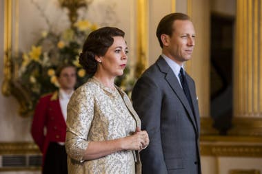 The Crown, con Olivia Colman y Tobias Menzies