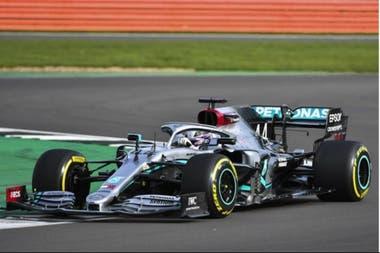 Lewis Hamilton en los ensayos con el W11 de Mercedes, la máquina con la que intentará ganar su 7° título mundial