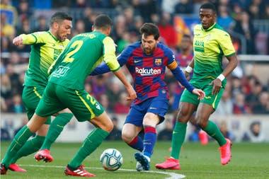 Messi le tira el caño a Arbilla, el defensor de Eibar: después completará la obra con un toque de zurda
