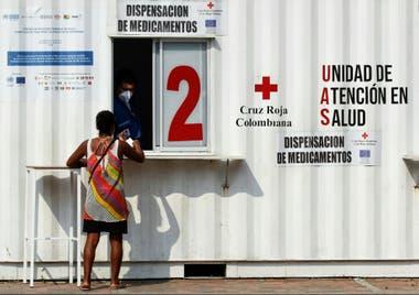Los trabajadores sanitarios colombianos se protegen con barbijos en la frontera con Venezuela