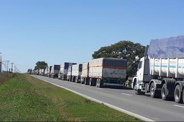 En la zona de Serodino, Santa Fe. Los camioneros se quejan que después de la 18 no queda nada abierto en las rutas