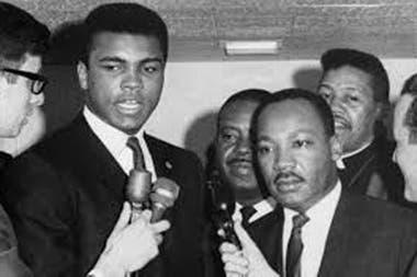 Aunque en un comienzo tuvieron diferencias, Martin Luther King defendió a Muhammad Alí cuando se negó a ir a la guerra de Vietnam