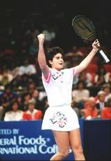 27) El festejo de Gabriela en el Masters de 1994, en Nueva York. Ganó el título, sobre carpeta, al batir en la final a Lindsay Davenport (EE.UU.) 6-3, 6-2 y 6-4.