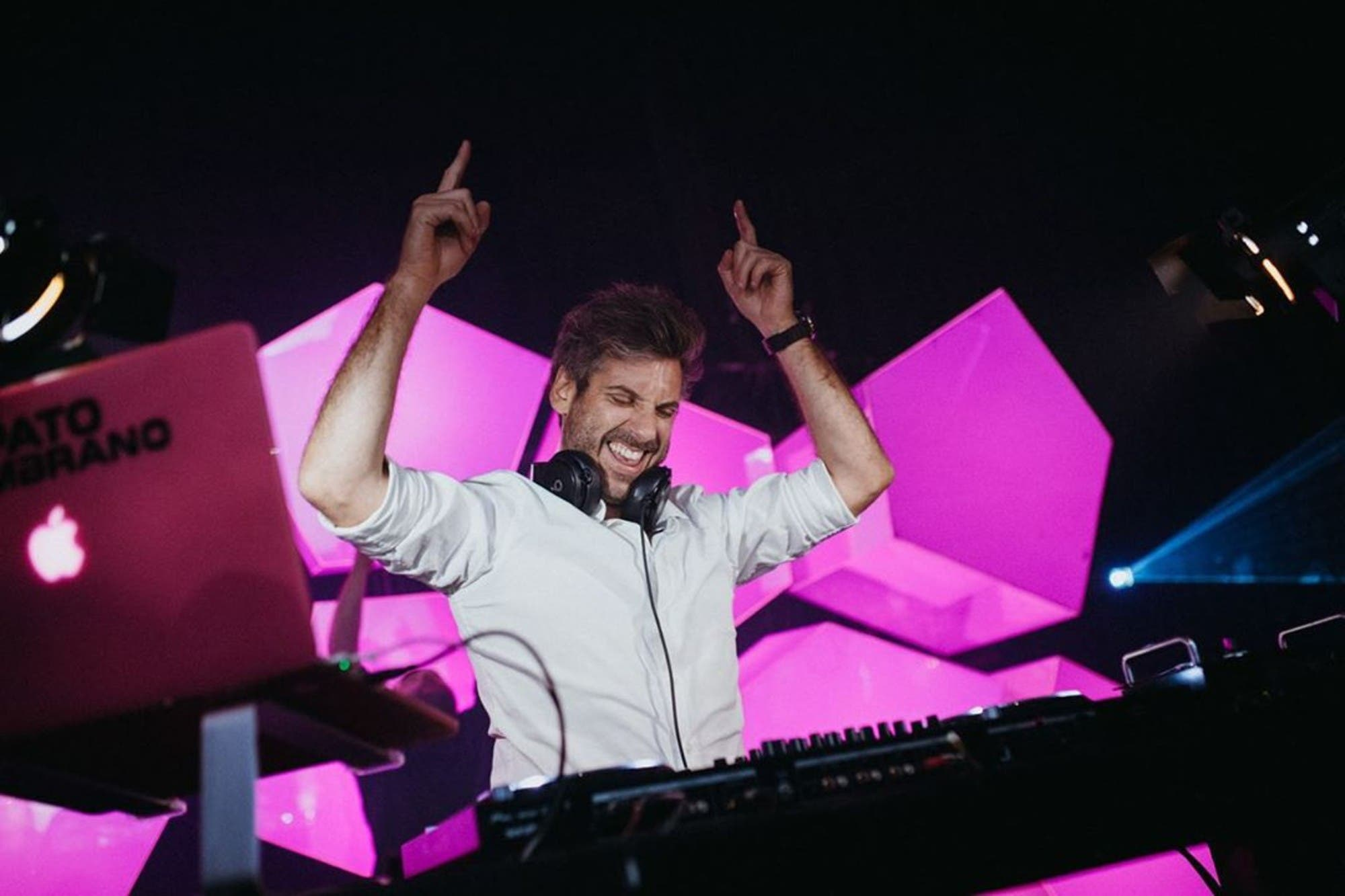 Cuarentena: quién es Pato Zambrano, el DJ que puso a cacerolear a los vecinos de Recoleta