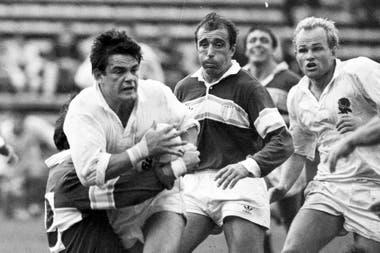 """El seleccionado inglés se llevó una sorpresa en la apertura de la gira de 1990; """"vamos a abrirle la pelota desde todos lados"""", pidió Porta a sus compañeros antes del partido."""