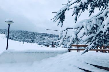 Chapelco espera a los residentes de San Martín de los Andes con la montaña cubierta de nieve