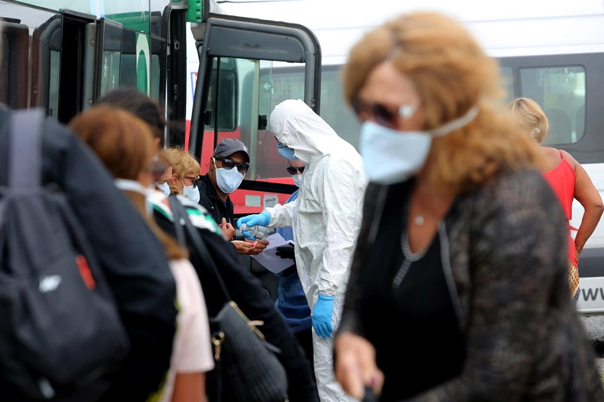 """Coronavirus en la Argentina. El Gobierno cree que las reuniones sociales son el """"vector principal"""" de los contagios y busca limitarlas"""