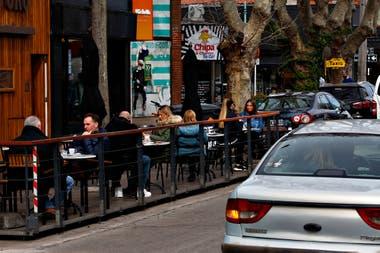 Podrían peatonalizarse calles de las áreas gastronómicas para distribuir mesas en las veredas