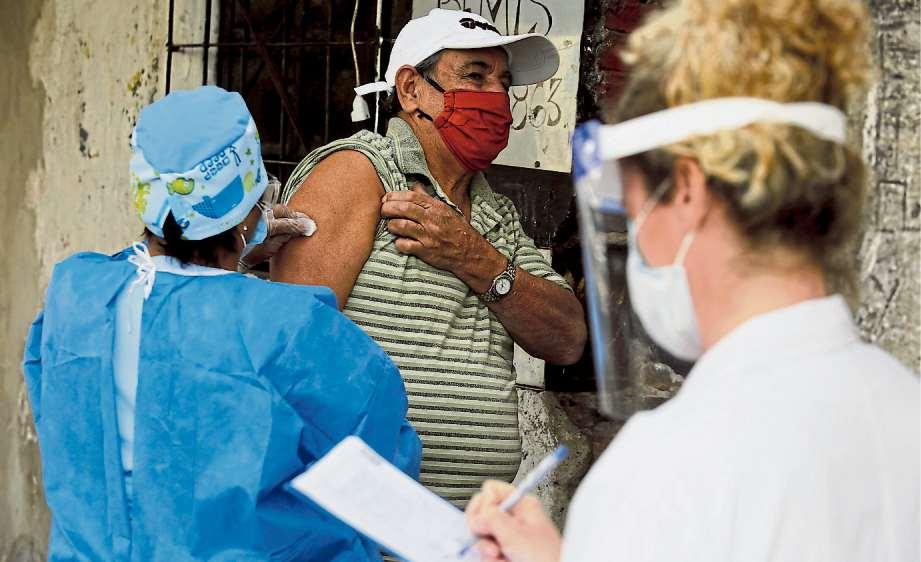 Coronavirus en la Argentina: críticas de referentes opositores a la compra de 10 millones de dosis de la vacuna rusa