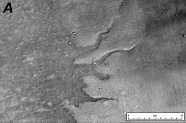Las crestas de los ríos se formaron hace entre 4000 y 3000 millones de años, cuando los ríos grandes y planos depositaron sedimentos en sus canales