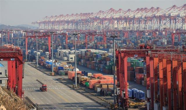El imponente puerto de Shangai, en China